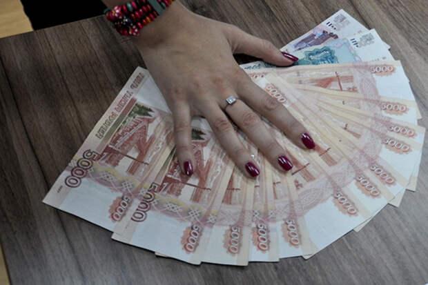 В Краснодаре кассир аэропорта забирала себе деньги пассажиров