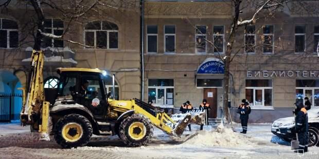 На Печорской очистили трамвайную остановку от снега – «Жилищник»