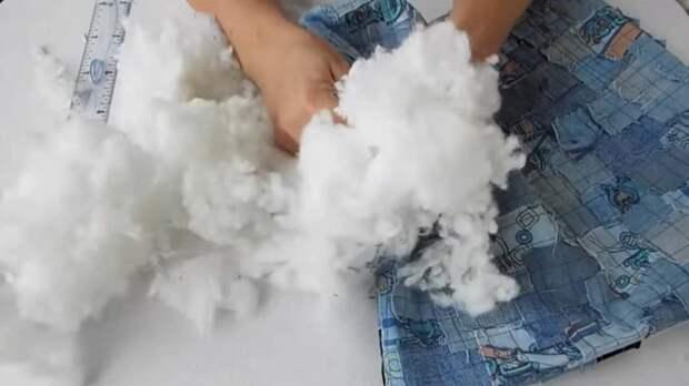Хитрая идея: разрезать джинсы на мелкие кусочки и сшить красоту