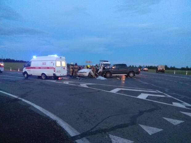 2 погибли и 6 пострадали: появилось видео ДТП с тремя автомобилями в Удмуртии