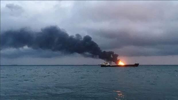 Дрейф горящих танкеров в Чёрном море взяли под контроль