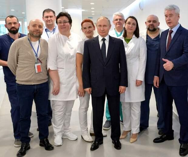 Посетив Коммунарку, Путин продемонстрировал всю ущербность либералов