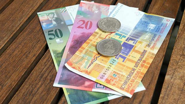 Экономист Казанский посоветовал вкладываться в швейцарский франк и чешскую крону