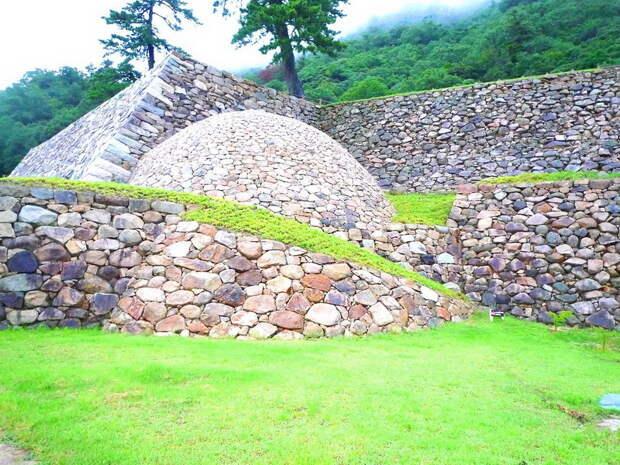 Руины замка Тотори. Современный вид. ja.wikipedia.org - «Я постиг, что Путь Самурая — это смерть» | Warspot.ru