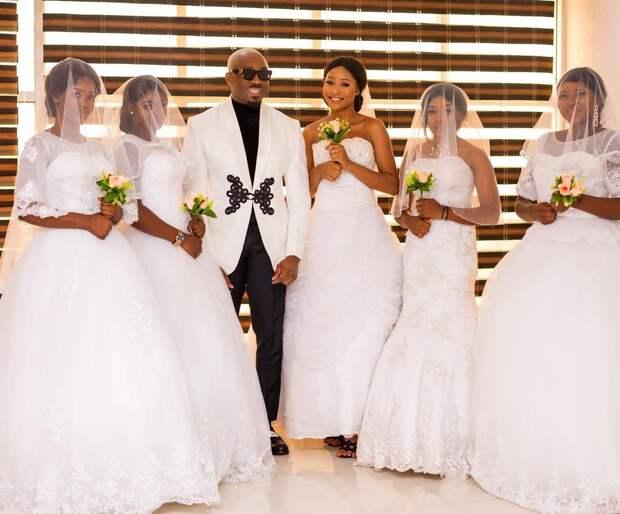 Мачо изНигерии явился насвадьбу вокружении 6 беременных женщин, утверждая, что он— отец всех детей
