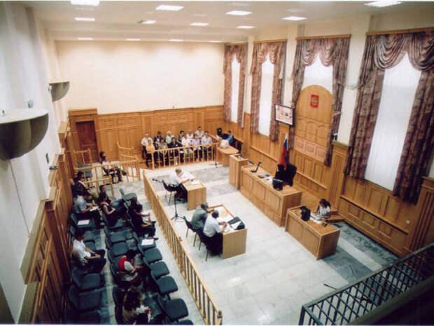 "Фото NEWSru.com :: Последователи ""пришельца с Сириуса"" на суд по делу своего ""гуру"" в Новосибирске не ходят"