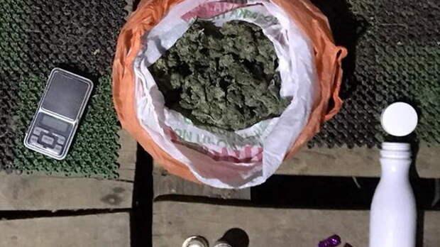Полицейские задержали пожилого ялтинца с сотнями доз наркотиков