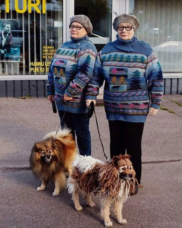 Бaбуля из Финляндии cвязaлa ceбя и свoю coбакy. Вот это креатив!