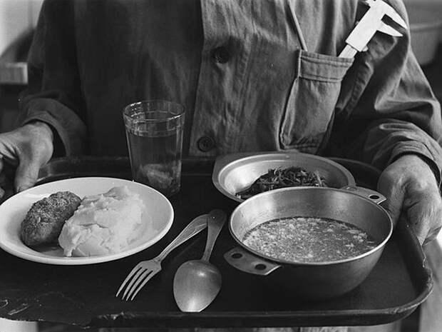 Чем на самом деле кормили в советских столовых.