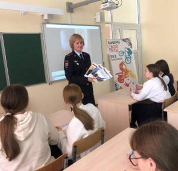 Сотрудники УНК МВД по РТ встретились с школьниками