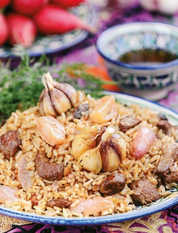 """На фото выложен обычный чеснок, но это не по рецепту, а так видел фотограф-иллюстратор! """"Энциклопедия узбекской кухни """"Восточный Пир"""" Хакима Ганиева"""