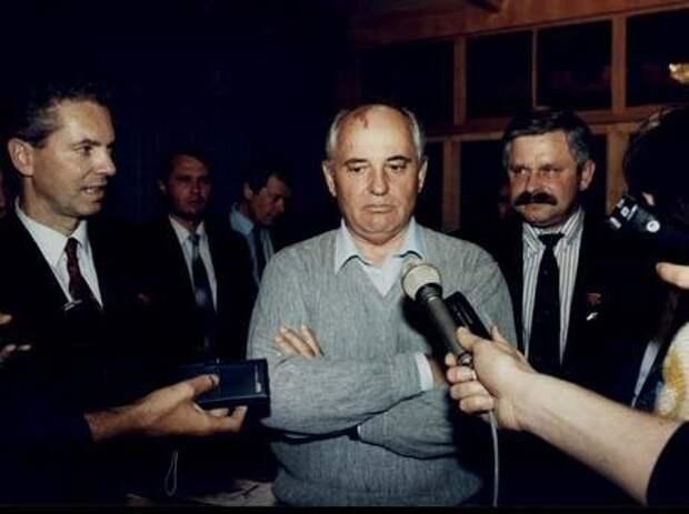 В день Беловежского соглашения Руцкой требовал у Горбачева арестовать Ельцина и других заговорщиков