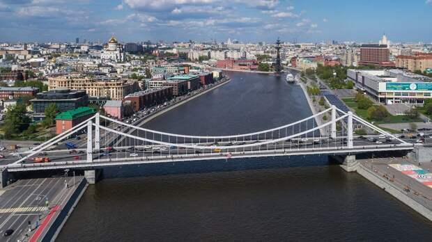 Молодой москвич упал в реку с Крымского моста в центре столицы