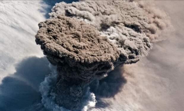 Вулкан Райкоке своим извержением погубил все живое на одноименном курильском острове