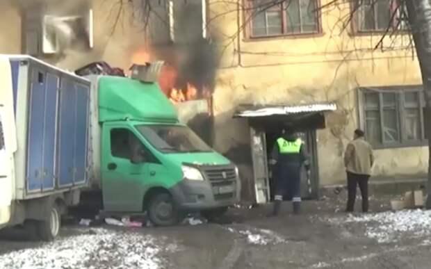ГАЗель им в помощь: сотрудники ГИБДД спасли людей из горящего дома