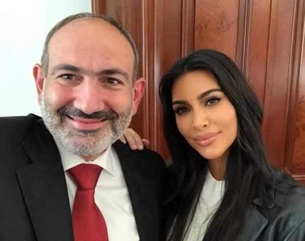 Пашинян показал фото с Ким Кардашьян после крестин её детей