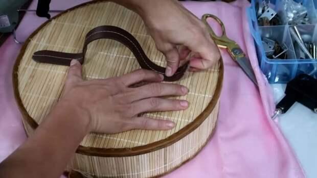 Красивая и полезная корзина для белья собственноручно из самых простых материалов