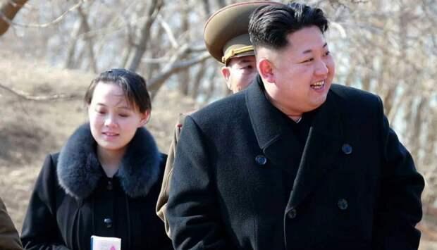 Ким Чен Ын в сопровождении сестры. / Фото: www.thedailybeast.com