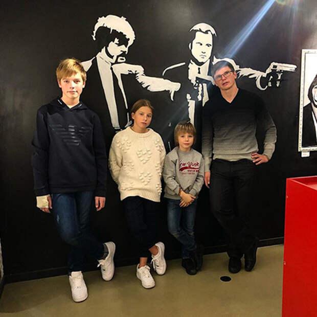 Андрей Аршавин с детьми Артемом, Яной и Арсением