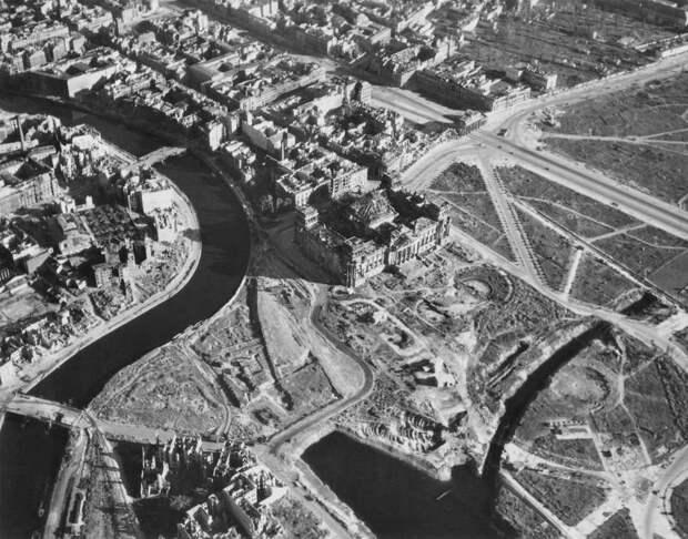 498 Послевоенный Берлин с высоты птичьего полета