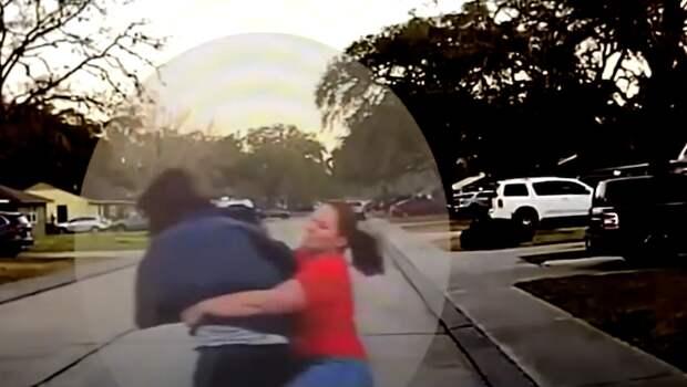 Мать из Техаса в одиночку задержала незнакомца, заглядывавшего в спальню ее дочери
