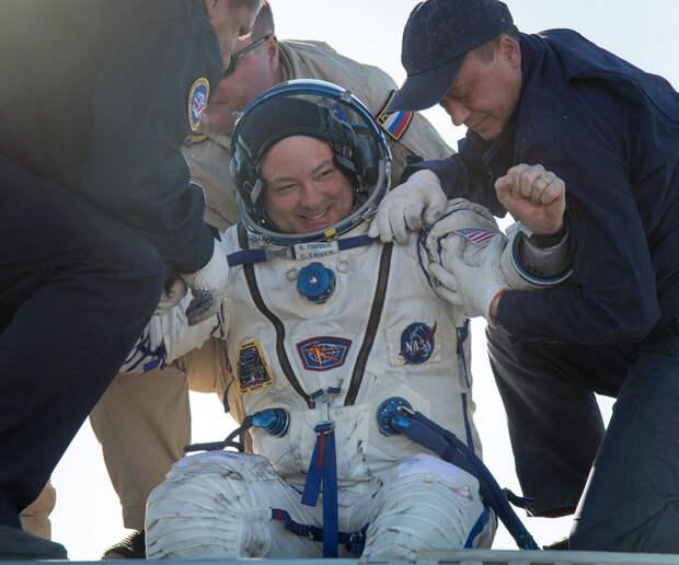 Космонавты экспедиции МС-07 вернулись с Международной космической станции на Землю космонавт, Приземление, Союз, МС-07, видео, длиннопост