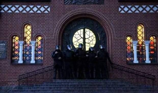 Католики требуют наказать ОМОН заблокировку костела вМинске