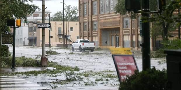 «Словно зона боевых действий». Южные штаты США пострадали от разрушительных наводнений, вызванных ураганом Салли — фото