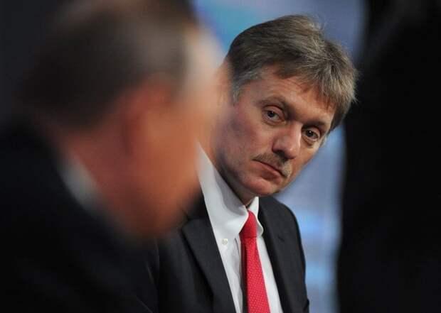 Песков рассказал о доминирующем на Украине русофобском подходе