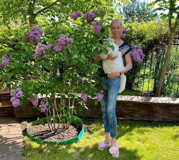 Анастасия Волочкова показала новую стрижку кота