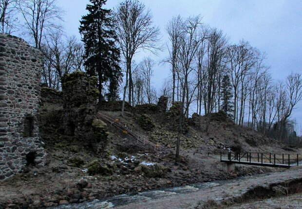 Руины замка Тарваст (Эстония) в наши дни. et.wikipedia.org - «Взятье полоцкое литовские земли…»: перед большой грозой | Warspot.ru