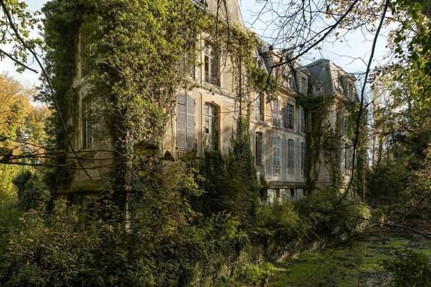 Призрачная красота заброшенных мест на снимках Дмитрия Буррио