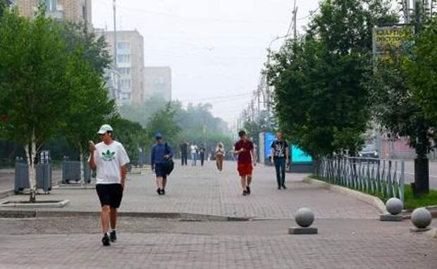 На фото: смог от лесных пожаров в Красноярске