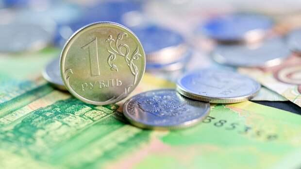 Рубль  в августе второй месяц подряд остается в топ-20 самых популярных валют мира