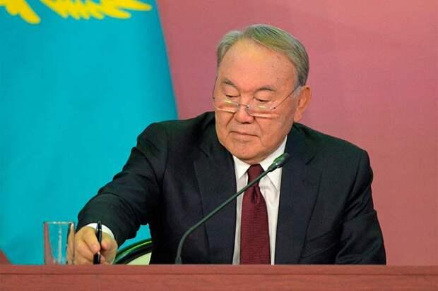 Назарбаев ушел в отставку с поста президента Казахстана, но не из большой политики