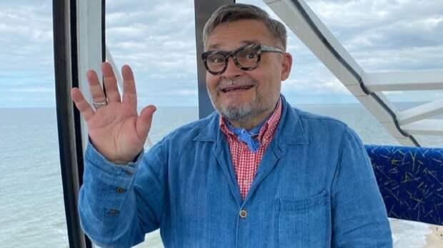 Васильев показал костюм омлетного оттенка, который пойдет не всем