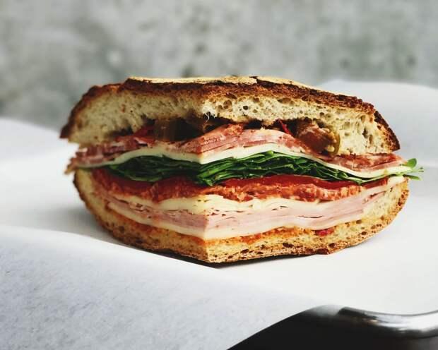 Жена готовила мужу сэндвичи, а тот втайне их продавал. Что было дальше?