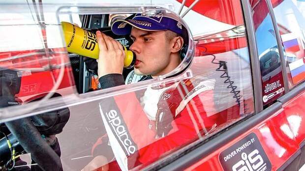 FIA и WADA обязали российского гонщика WRC-2 Грязина выступать с наклейкой «нейтральный атлет»
