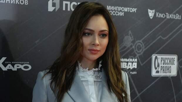 Настасья Самбурская рассказала, зачем обматывается скотчем во время съемок интимных сцен
