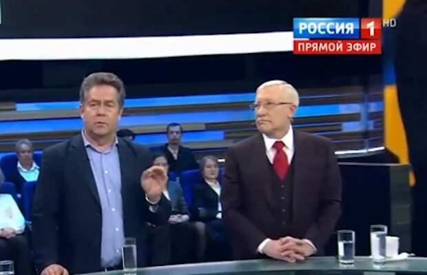 Зеленский перенесет «гибридную войну» на территорию России