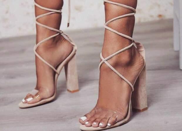 Слишком открытые модели обуви ненадежно фиксируют стопу, что приводит к быстрой усталости и дискомфорту / Фото: aliexpress.ru