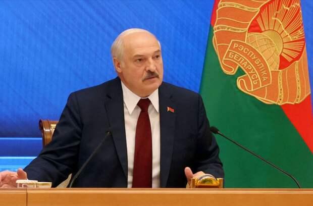 «Усидеть на двух стульях не получится». Как в России отреагировали на слова Лукашенко