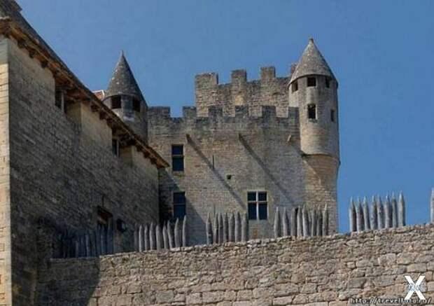 Замок Бейнак
