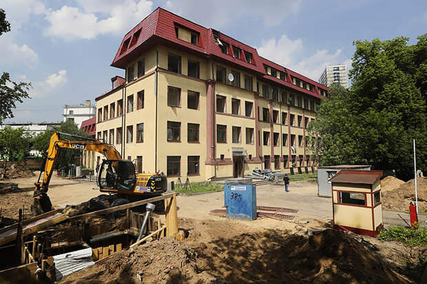В Москве начался снос здания «Коммерсанта»