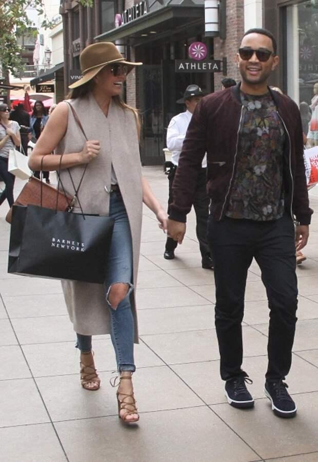 Крисси Тейген и Джон Ледженд во время шопинга, 2015 год