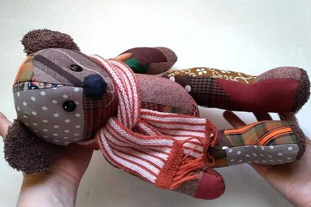 медведь из обрезков ткани