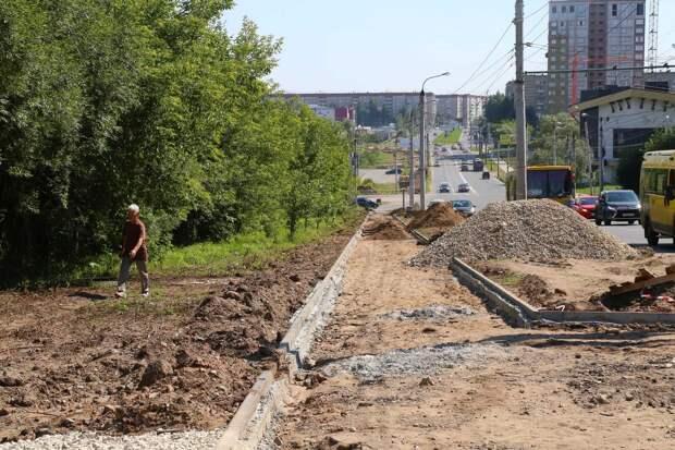 Ремонт 7 участков тротуаров продолжается в Ижевске