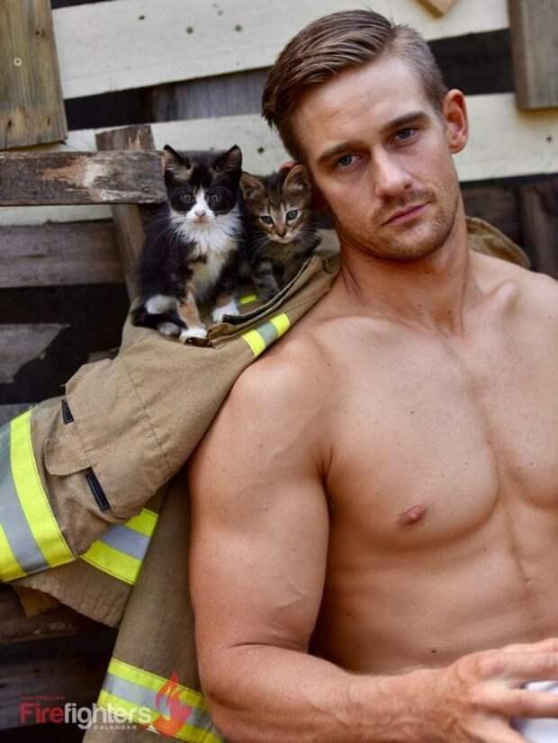 Горячо! Австралийские пожарные разделись для благотворительного календаря в помощь животным