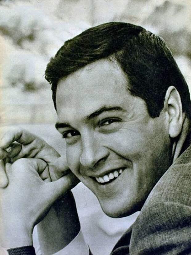 Трогательный и отталкивающий Родион из «Москва слезам не верит», актер был полным антиподом своего героя, изображение №5