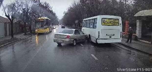 В Симферополе пассажирский автобус попал в ДТП